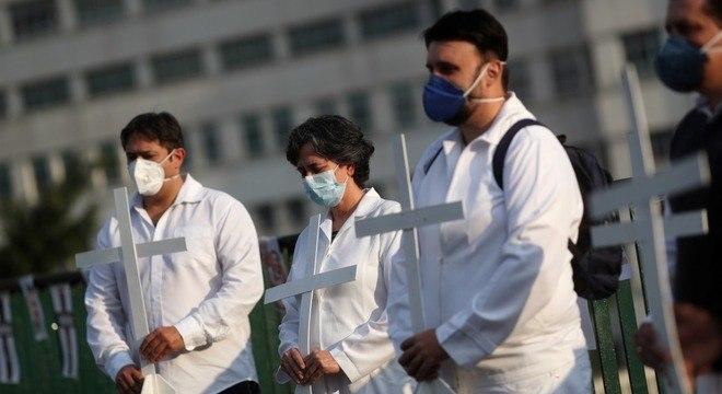 Na Semana da Enfermagem, vereador denuncia precarização do serviço no litoral e Estado